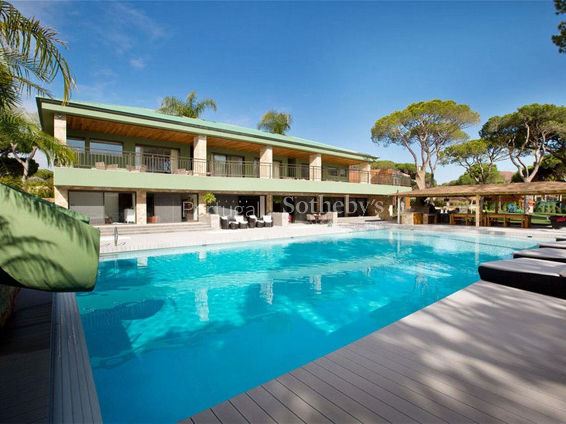 Property Of Detached house, 13 bedrooms, for Sale