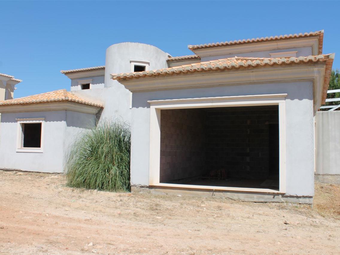 獨棟家庭住宅 為 出售 在 House, 4 bedrooms, for Sale Loule, Algarve 葡萄牙