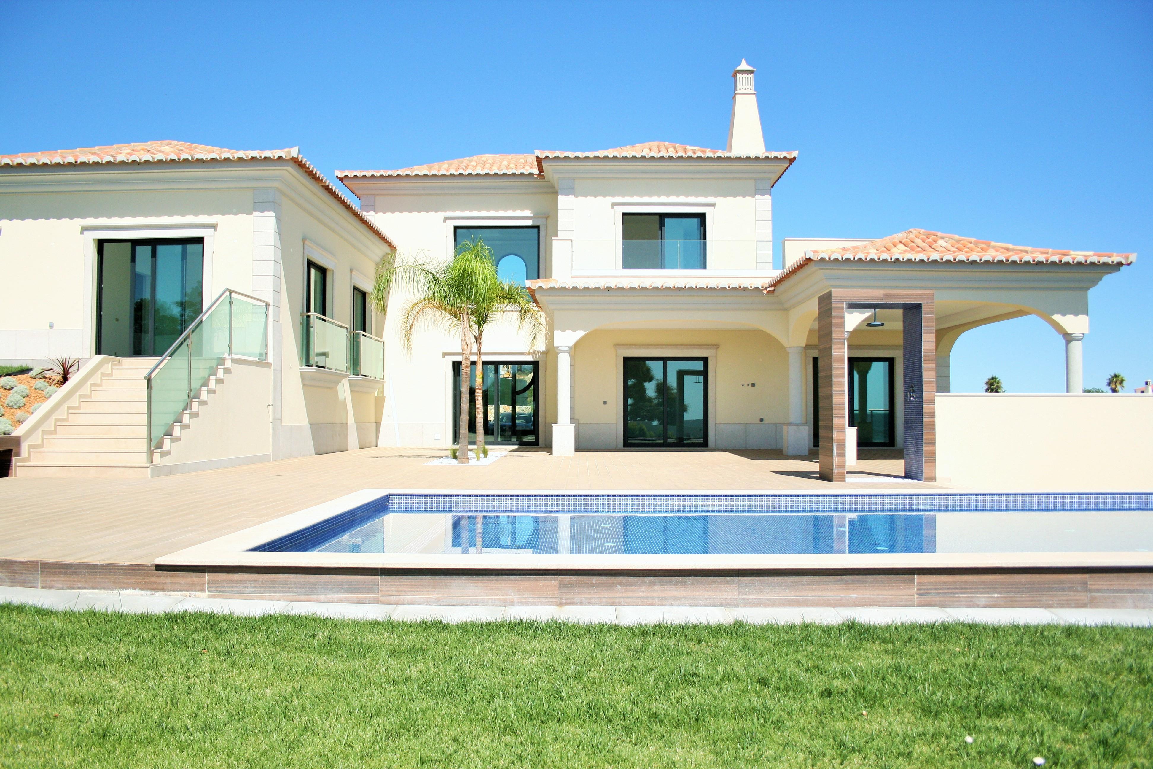 Casa Unifamiliar por un Venta en Detached house, 4 bedrooms, for Sale Loule, Algarve, Portugal