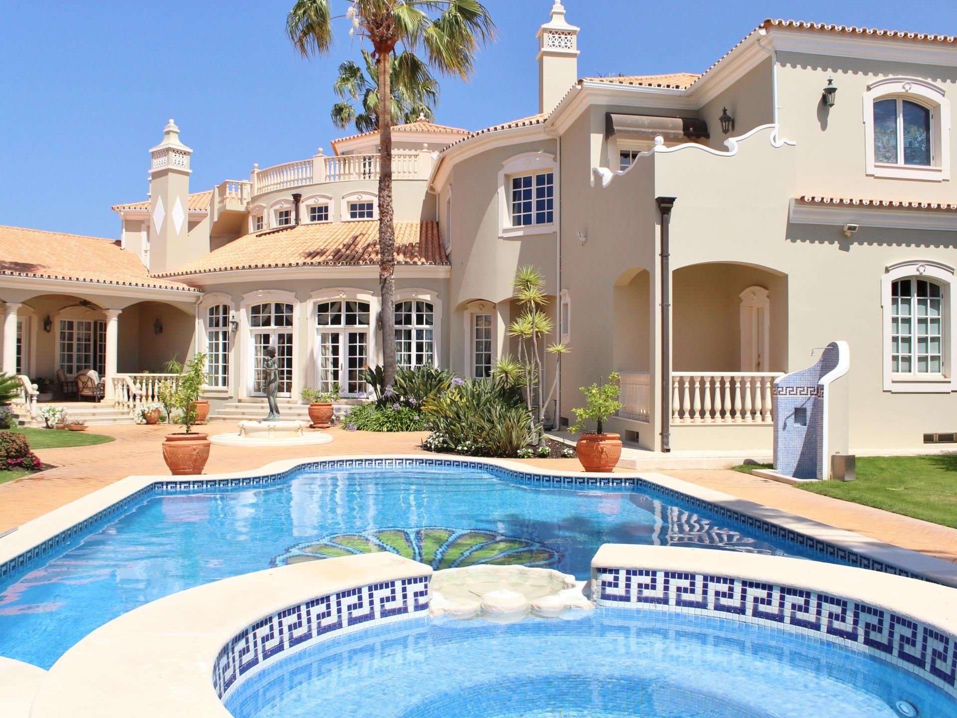 Maison unifamiliale pour l Vente à Detached house, 5 bedrooms, for Sale Loule, Algarve Portugal