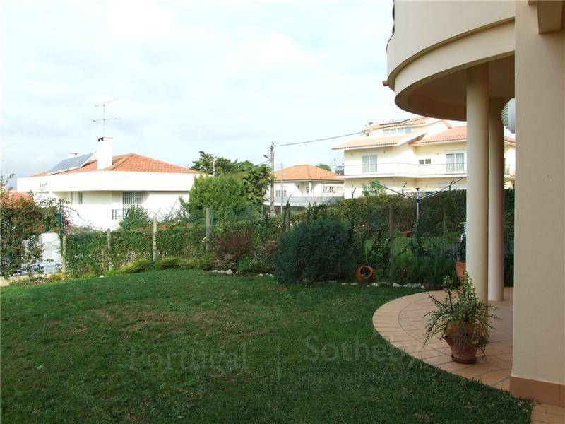 Частный односемейный дом для того Продажа на House, 4 bedrooms, for Sale Cascais, Лиссабон Португалия