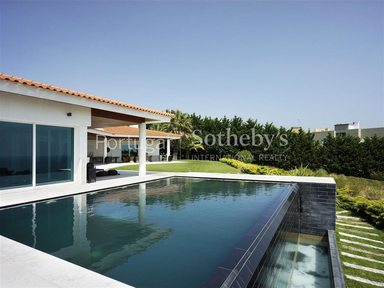 Single Family Home for Sale at Detached house, 4 bedrooms, for Sale Oeiras, Lisboa, 2770-154 Portugal