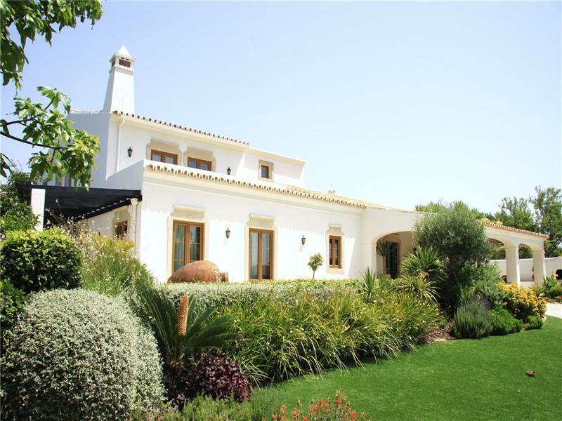 Частный односемейный дом для того Продажа на House, 5 bedrooms, for Sale Loule, Algarve Португалия