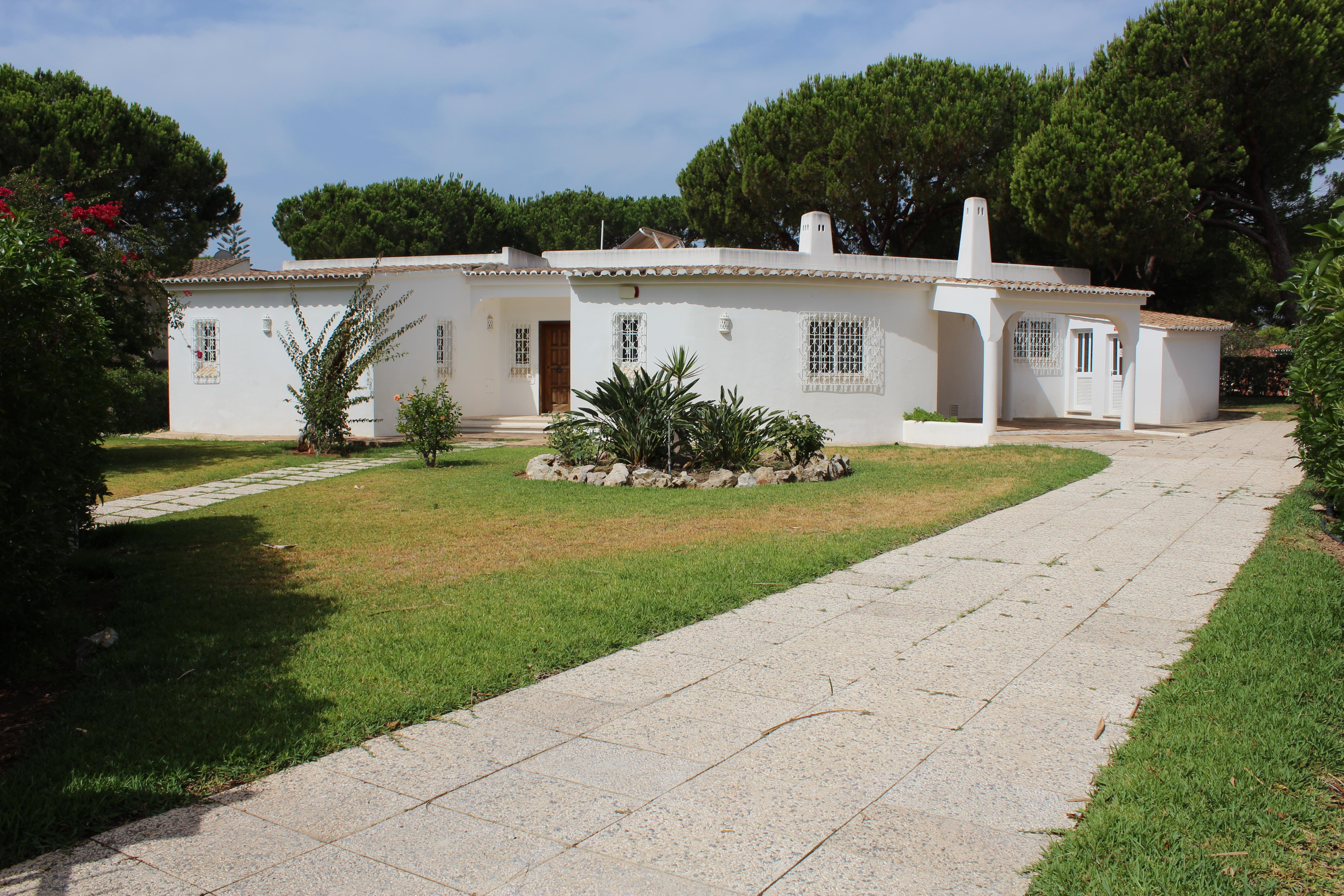 Single Family Home for Sale at House, 5 bedrooms, for Sale Loule, Algarve, 8125-000 Portugal