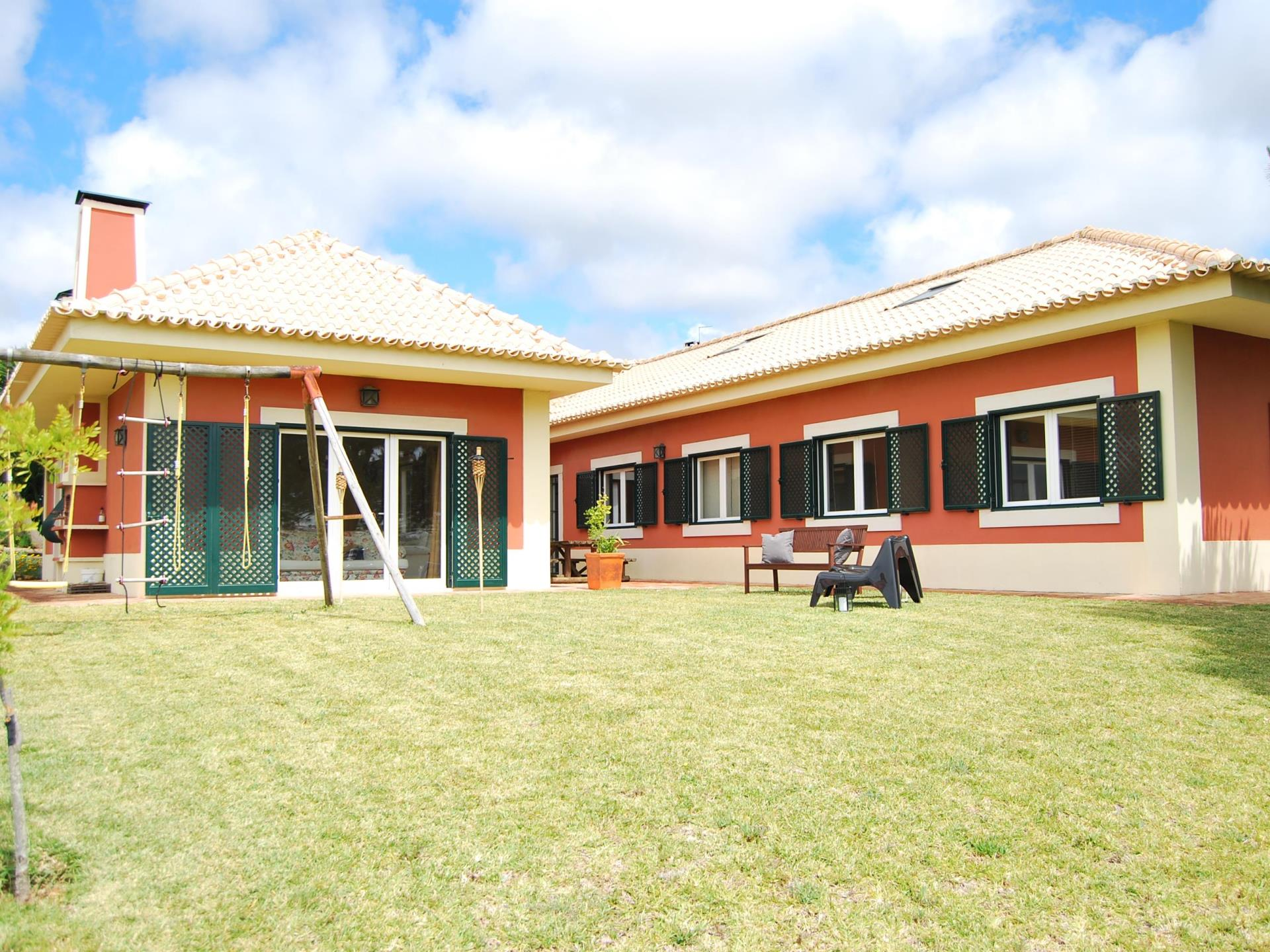 Vivienda unifamiliar por un Venta en House, 4 bedrooms, for Sale Caxias, Oeiras, Lisboa Portugal