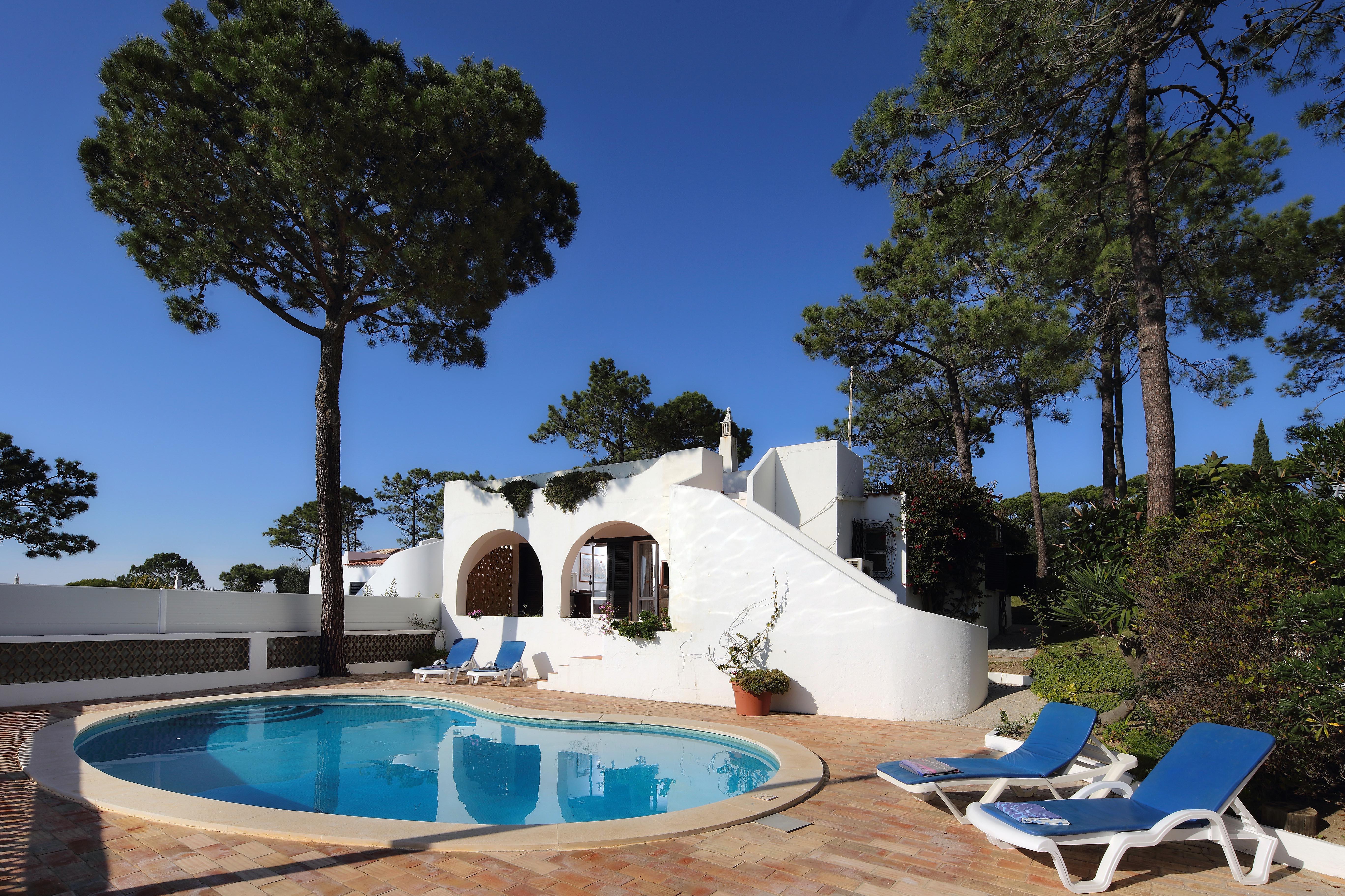 Maison unifamiliale pour l Vente à Semi-detached house, 3 bedrooms, for Sale Loule, Algarve 8135-011 Portugal