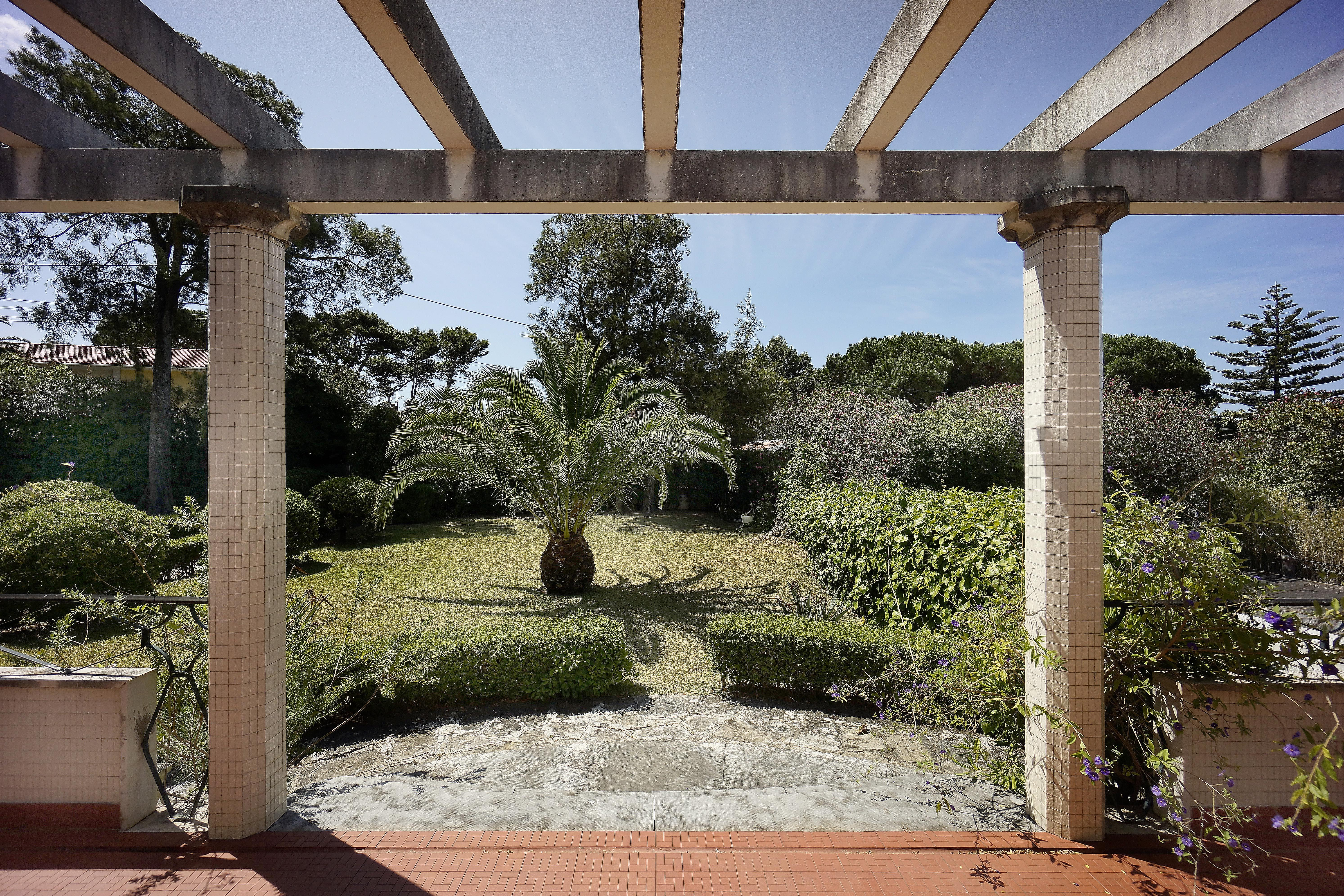 Single Family Home for Sale at Detached house to restore, 8 bedrooms, for Sale Cascais, Lisboa 2750-217 Portugal