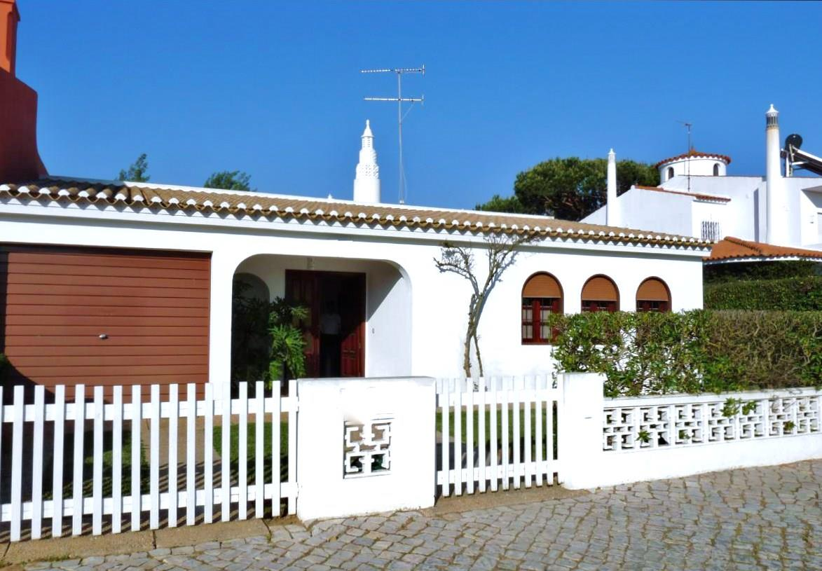 Single Family Home for Sale at Semi-detached house, 5 bedrooms, for Sale Loule, Algarve, 0000-000 Portugal