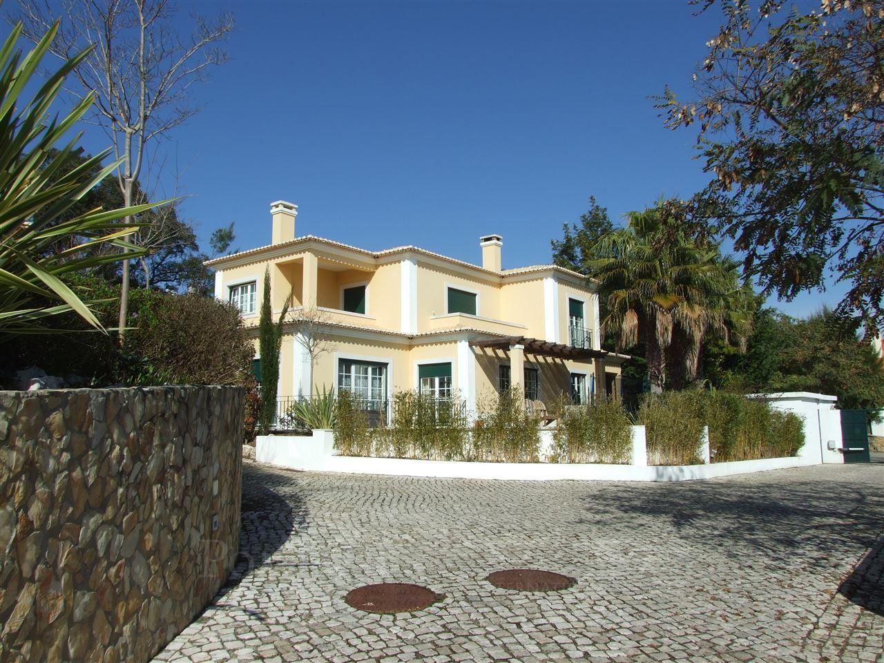 Casa para uma família para Venda às Detached house, 5 bedrooms, for Sale Cascais, Lisboa Portugal