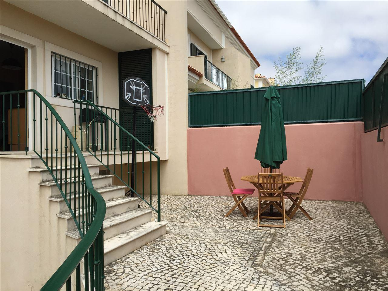 Vivienda unifamiliar por un Venta en Semi-detached house, 4 bedrooms, for Sale Cascais, Lisboa Portugal