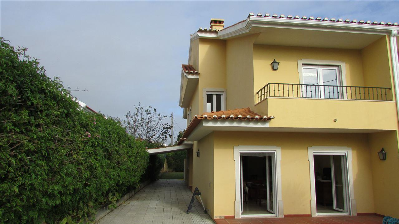 Maison unifamiliale pour l Vente à Semi-detached house, 3 bedrooms, for Sale Cascais, Lisbonne, 2645-584 Portugal