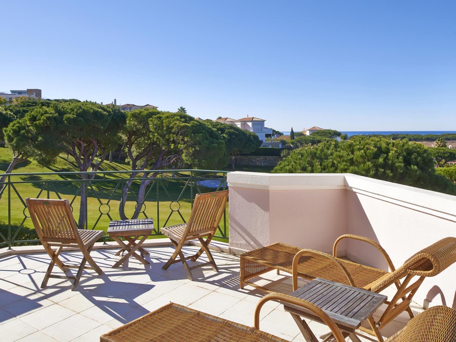 Nhà ở một gia đình vì Bán tại Terraced house, 3 bedrooms, for Sale Loule, Algarve Bồ Đào Nha