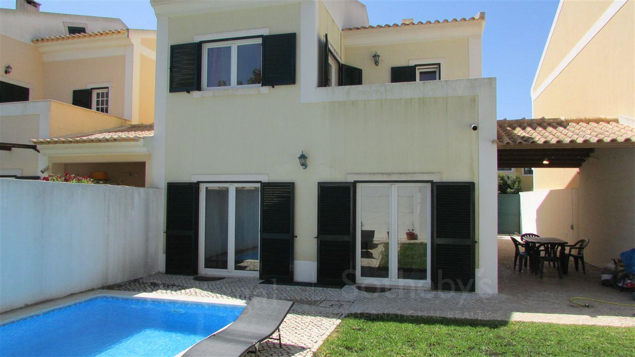 Tek Ailelik Ev için Satış at Apartment Floor Dwelling, 4 bedrooms, for Sale Cascais, Lisboa 2765-591 Portekiz