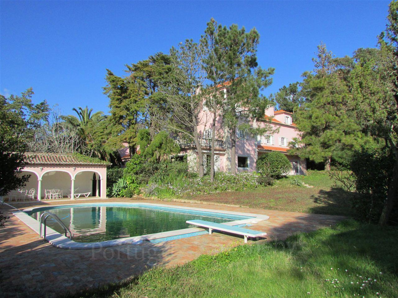 Villa per Vendita alle ore House, 8 bedrooms, for Sale Sintra, Lisbona Portogallo
