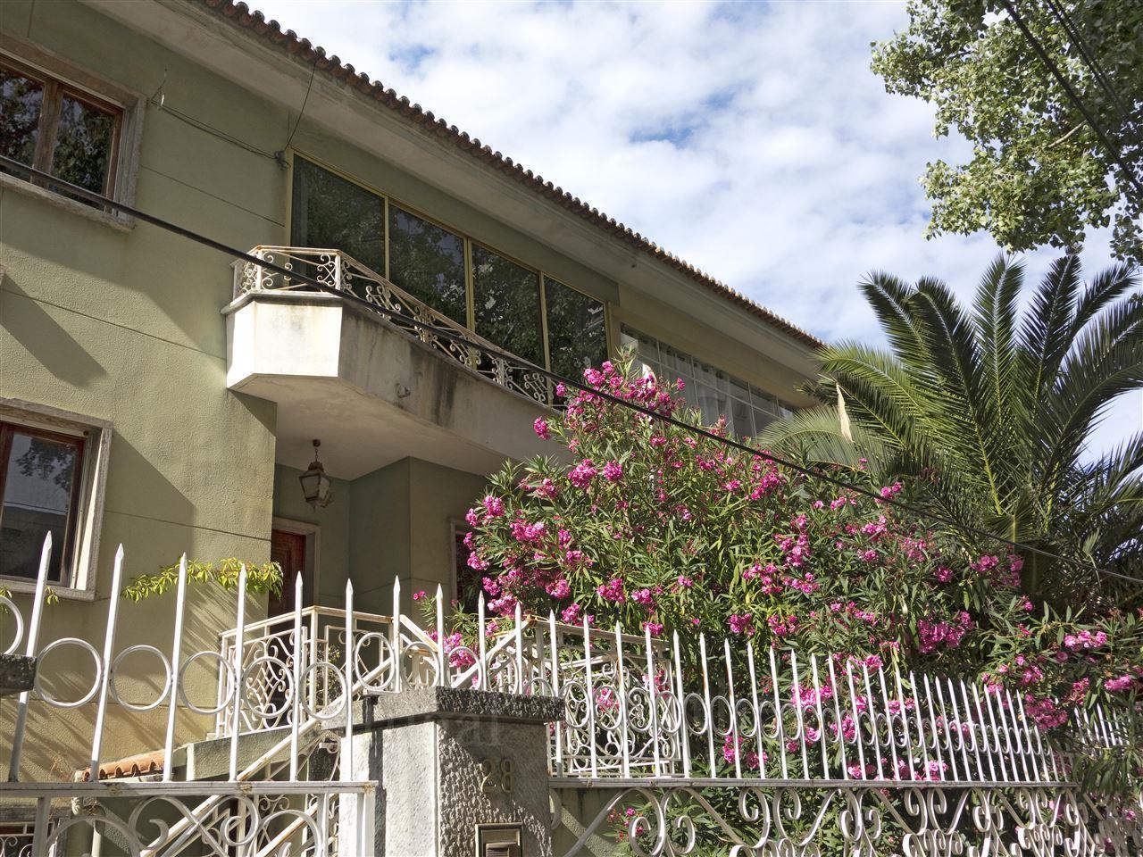 Casa Unifamiliar por un Venta en Semi-detached house, 6 bedrooms, for Sale Lisboa, Lisboa Portugal