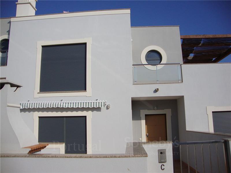Casa para uma família para Venda às Semi-detached house, 3 bedrooms, for Sale Albufeira, Algarve Portugal