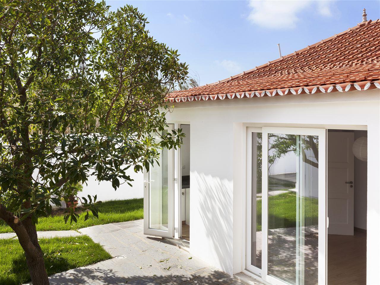 Moradia para Venda às Detached house, 2 bedrooms, for Sale Sintra, Lisboa Portugal