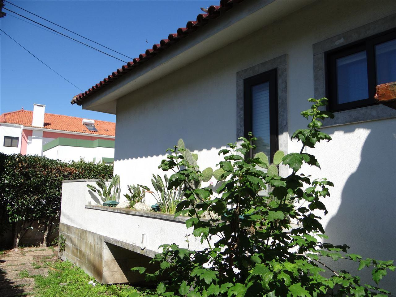 Moradia para Venda às House, 6 bedrooms, for Sale Oeiras, Lisboa, 2795-094 Portugal