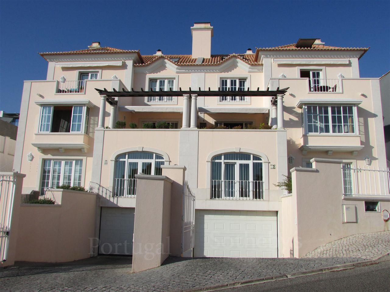 Maison avec plusieurs logements pour l Vente à Building for Sale Parede, Cascais, Lisbonne Portugal