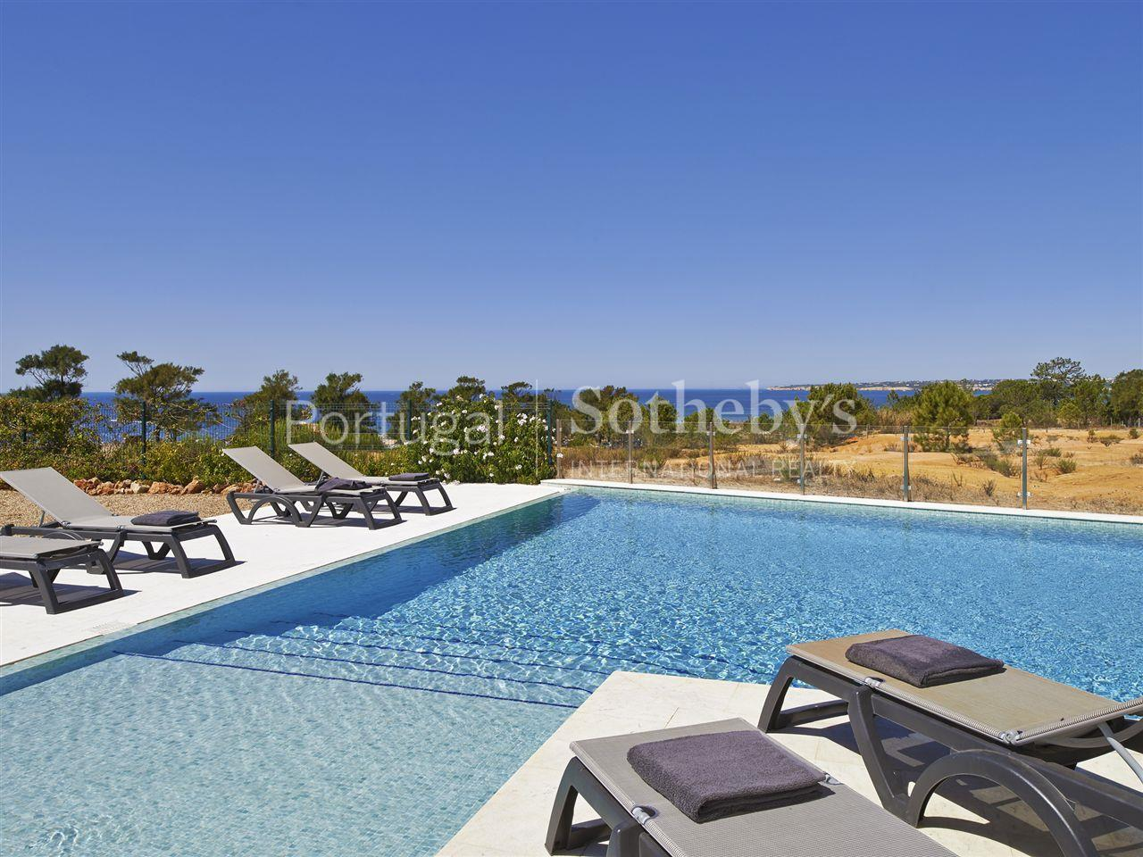 Property Of Detached house, 7 bedrooms, for Sale