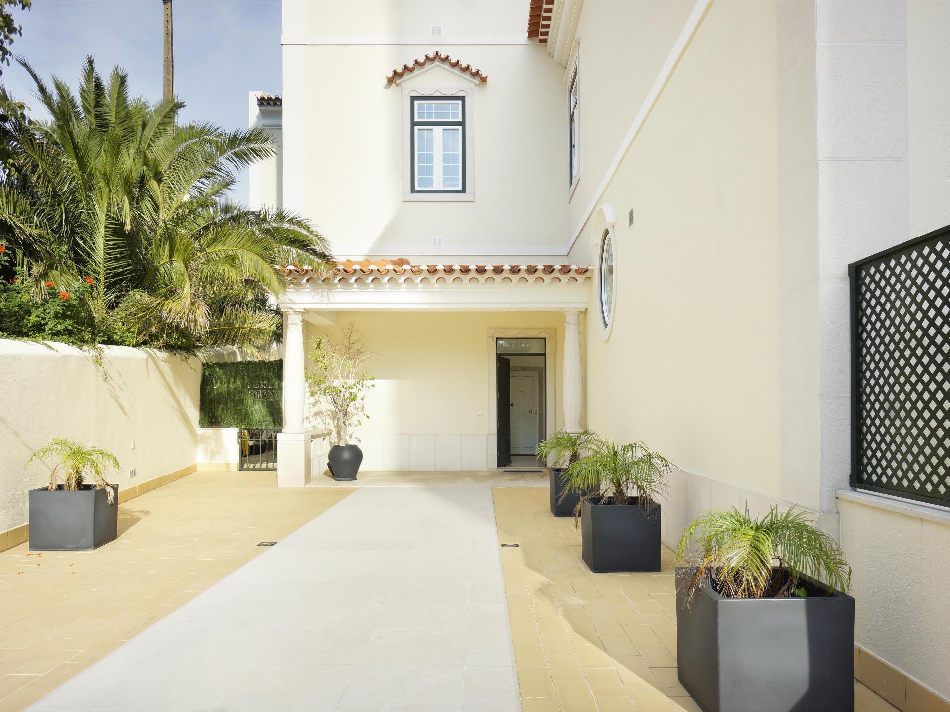 Apartamento por un Venta en Flat, 3 bedrooms, for Sale Monte Estoril, Cascais, Lisboa Portugal
