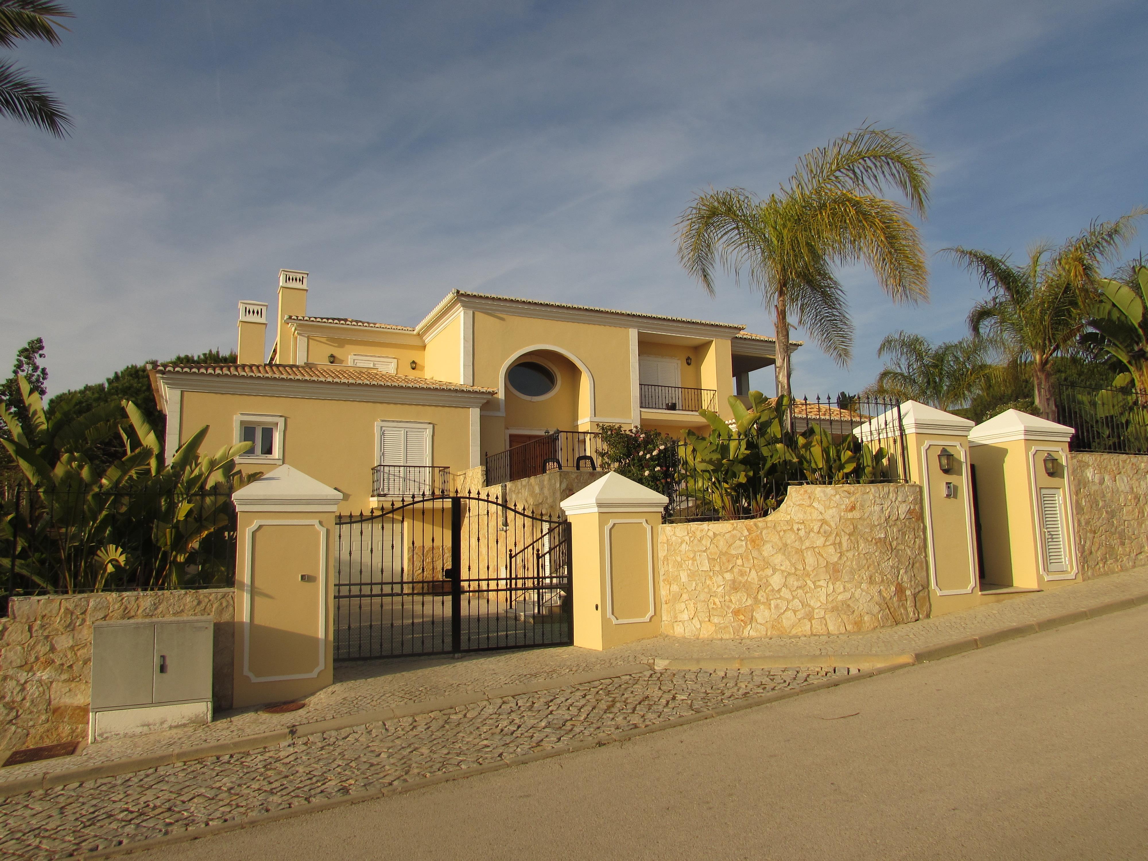 Casa Unifamiliar por un Venta en Detached house, 4 bedrooms, for Sale Loule, Algarve 8135- Portugal