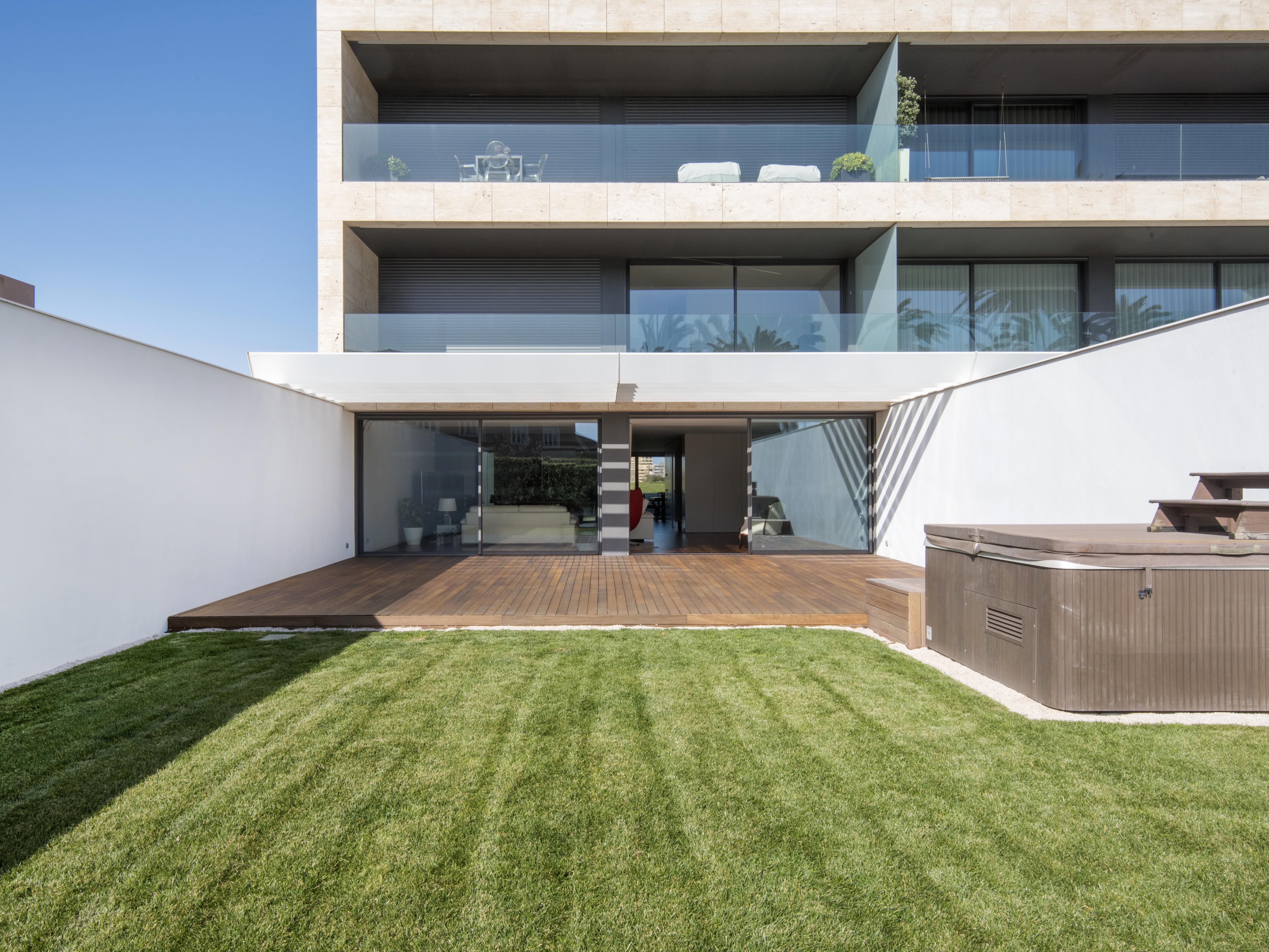Apartment for Sale at Triplex, 5 bedrooms, for Sale Porto, Porto, 4100-142 Portugal