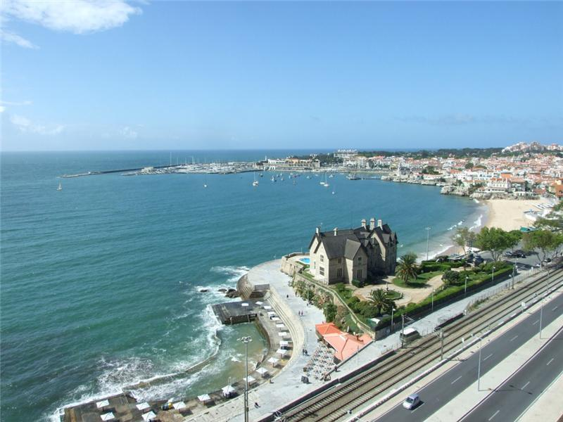 Appartement pour l Vente à Flat, 5 bedrooms, for Sale Monte Estoril, Cascais, Lisbonne Portugal