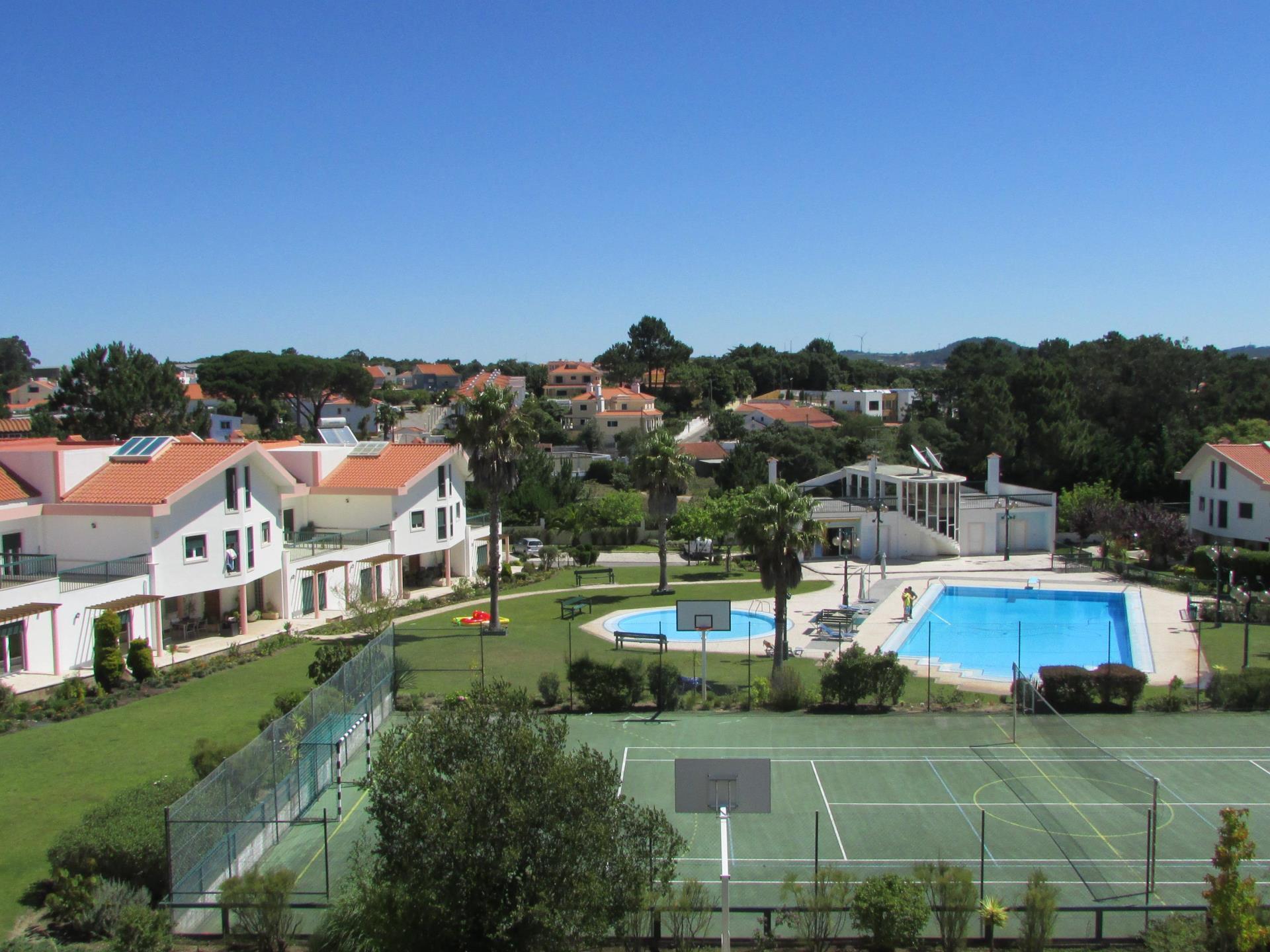 Moradia para Venda às Terraced house, 4 bedrooms, for Sale Sintra, Lisboa Portugal