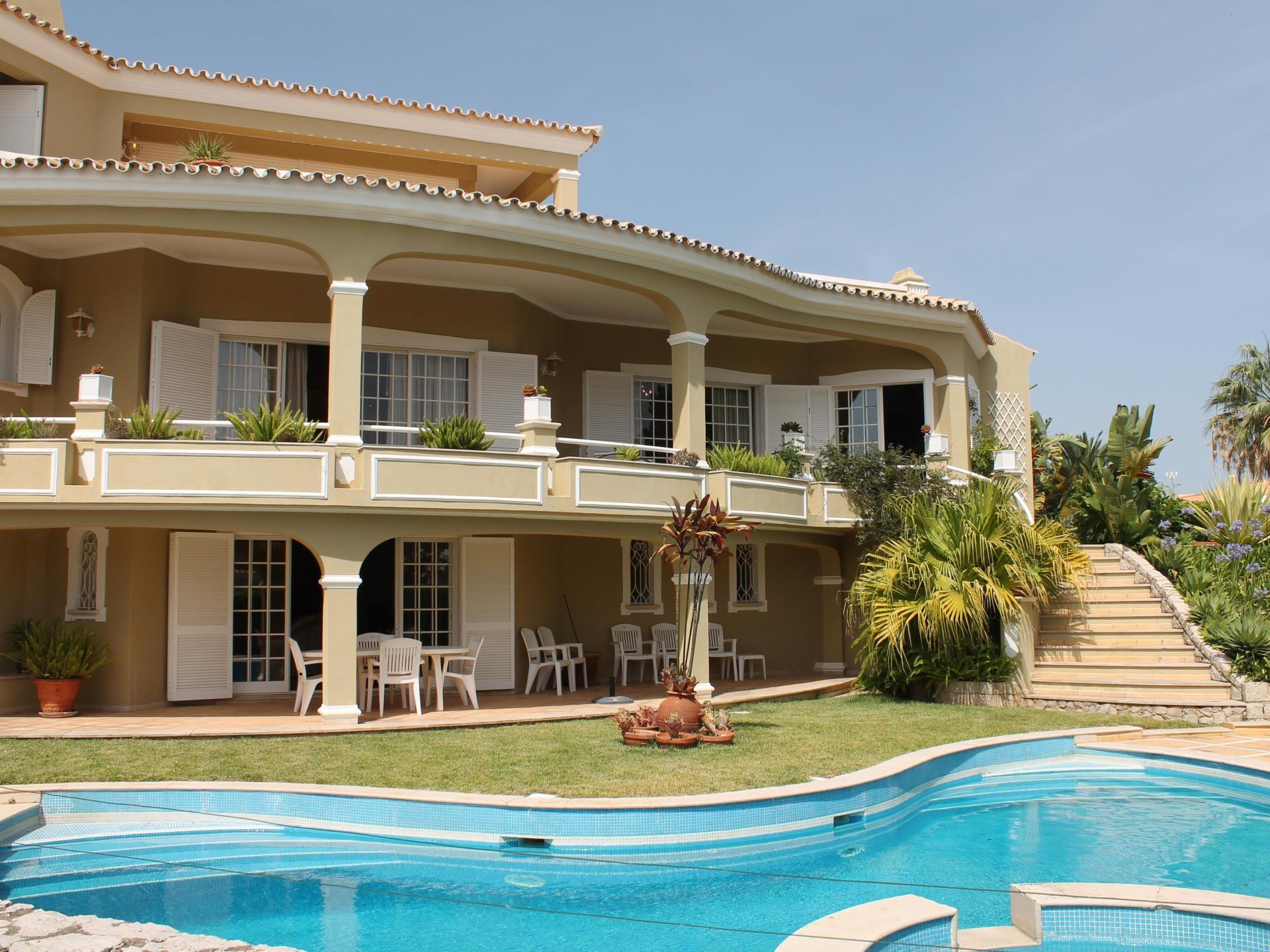 獨棟家庭住宅 為 出售 在 Detached house, 4 bedrooms, for Sale Loule, Algarve 葡萄牙