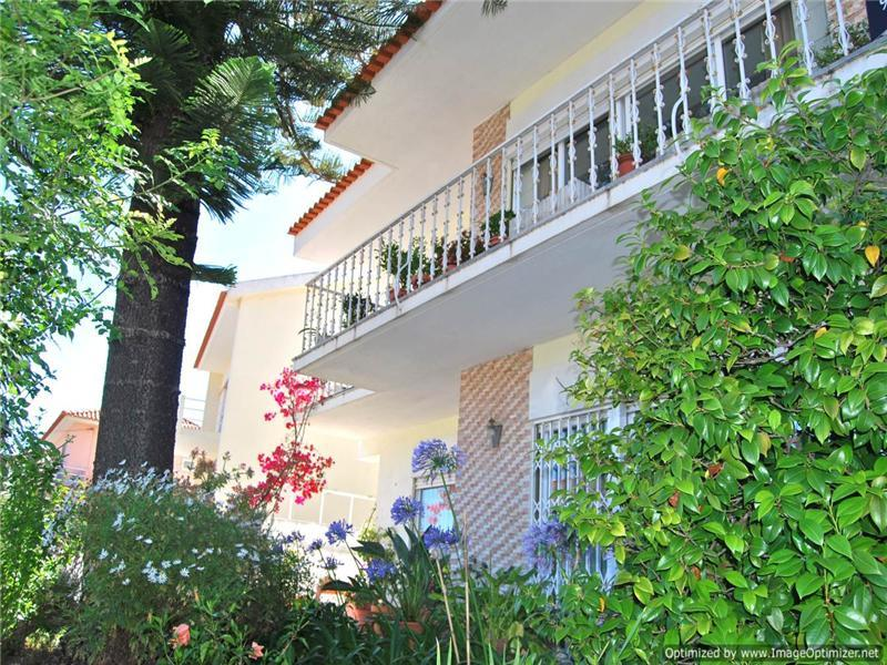 Maison unifamiliale pour l Vente à House, 5 bedrooms, for Sale Oeiras, Lisbonne, 2760-043 Portugal