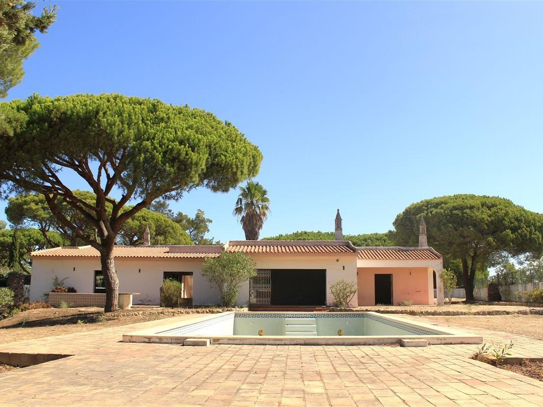 Single Family Home for Sale at Detached house to restore, 4 bedrooms, for Sale Loule, Algarve Portugal