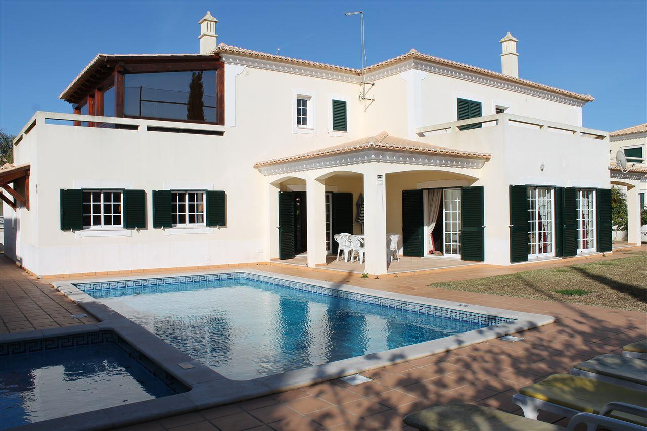 Single Family Home for Sale at Detached house, 4 bedrooms, for Sale Albufeira, Algarve 8200-047 Portugal