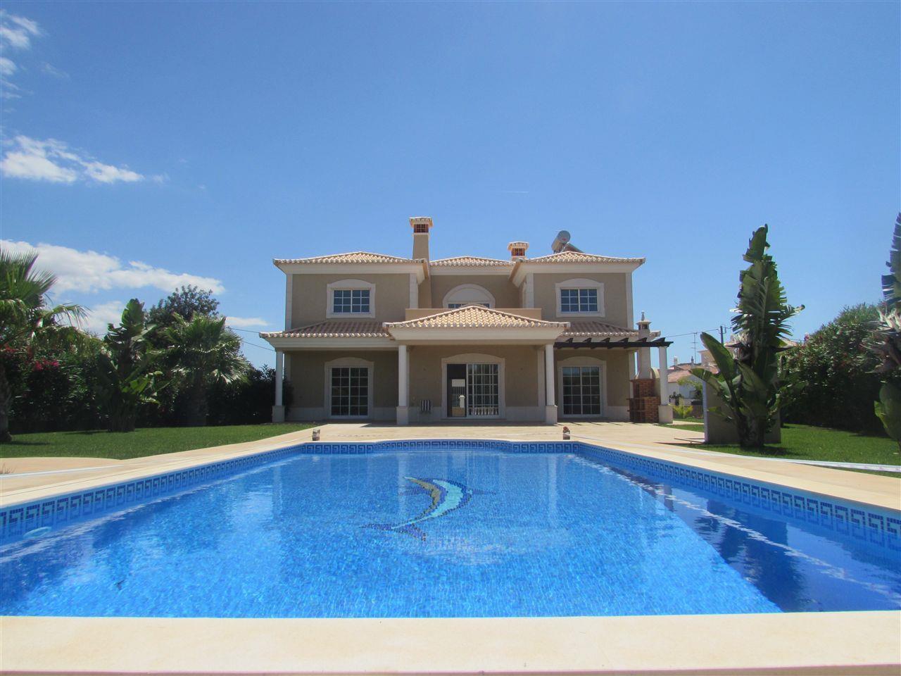 Casa para uma família para Venda às Detached house, 4 bedrooms, for Sale Loule, Algarve Portugal