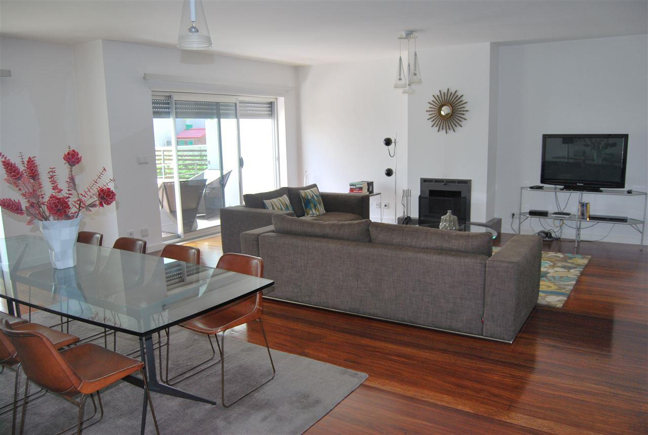 Moradia para Venda às House, 3 bedrooms, for Sale Oeiras, Lisboa, 2780-343 Portugal