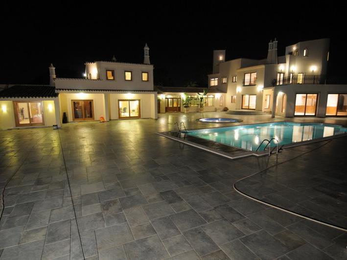 Einfamilienhaus für Verkauf beim Detached house, 8 bedrooms, for Sale Loule, Algarve Portugal