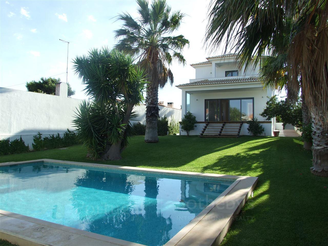 Частный односемейный дом для того Продажа на House, 3 bedrooms, for Sale Birre, Cascais, Лиссабон Португалия