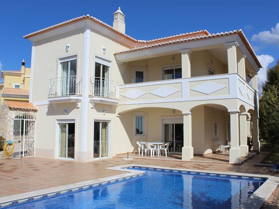Casa Unifamiliar por un Venta en Detached house, 3 bedrooms, for Sale Albufeira, Algarve Portugal