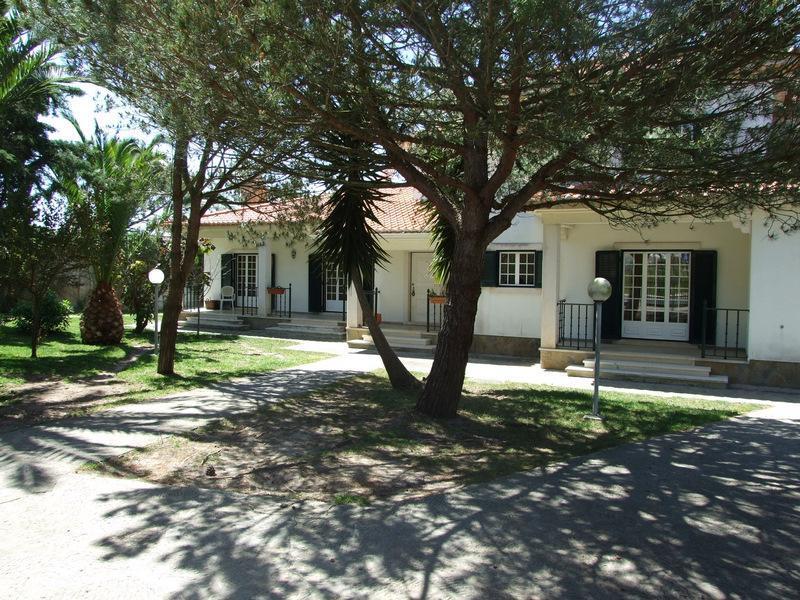 Einfamilienhaus für Verkauf beim House, 3 bedrooms, for Sale Sintra, Lissabon 2710- Portugal