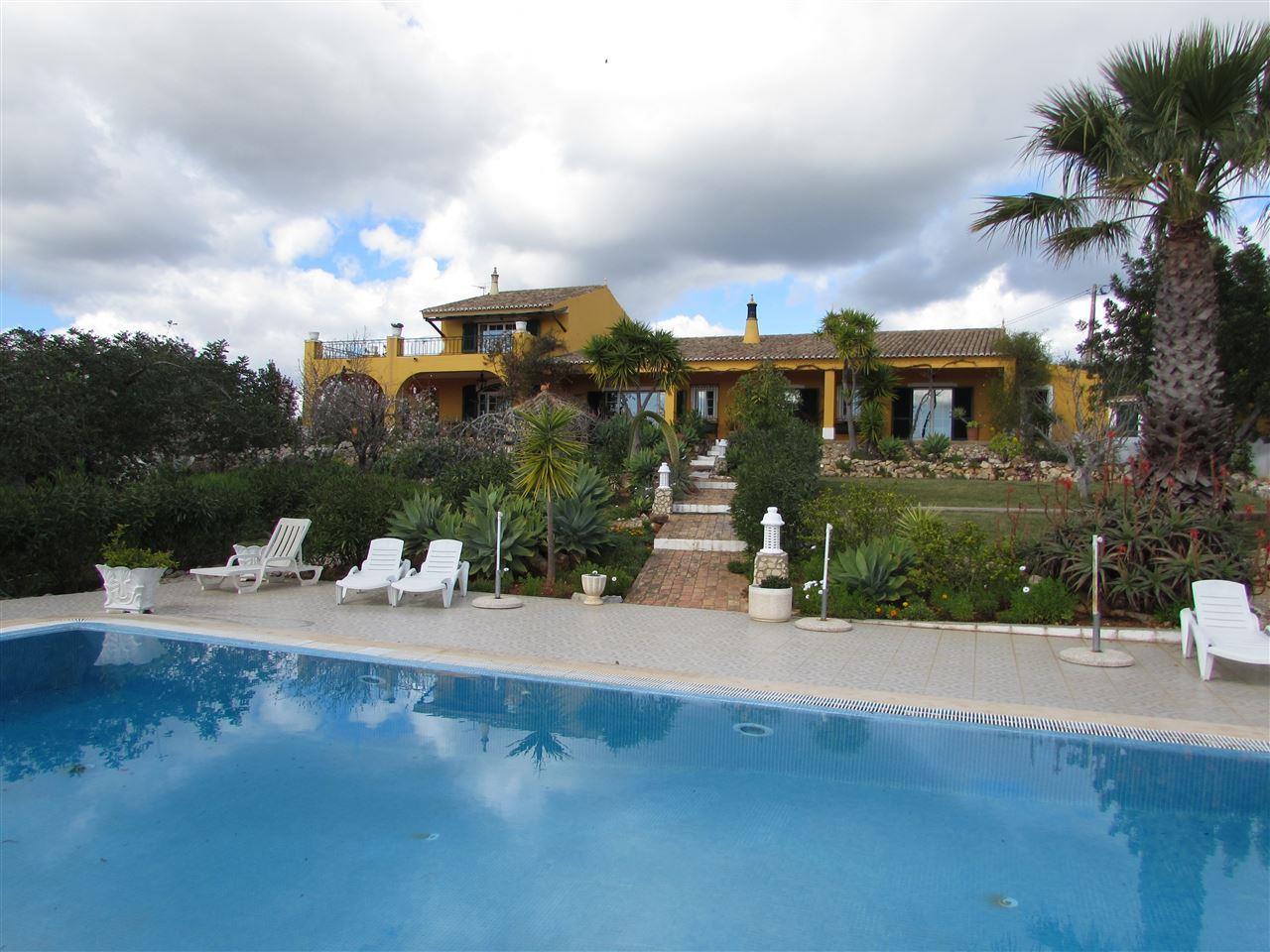 Tek Ailelik Ev için Satış at Country house, 4 bedrooms, for Sale Silves, Algarve Portekiz