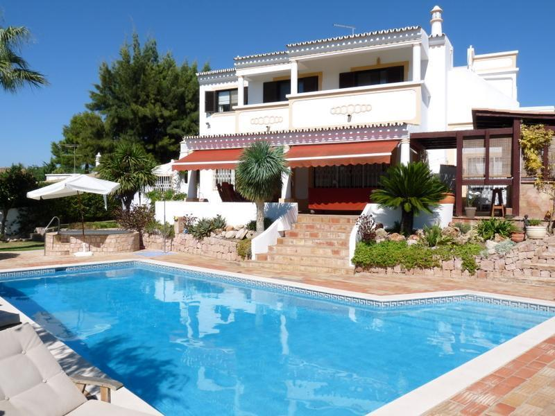 Maison unifamiliale pour l Vente à House, 5 bedrooms, for Sale Albufeira, Algarve Portugal