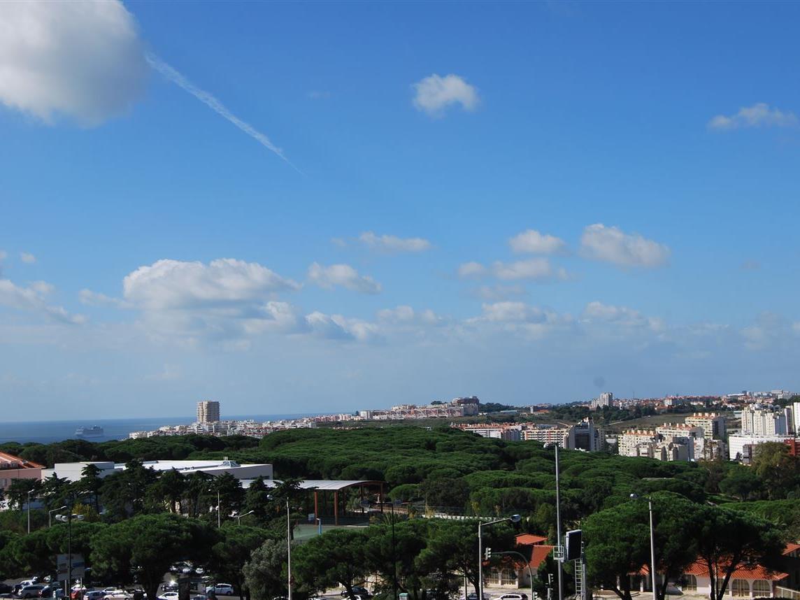 Apartamento por un Venta en Flat, 3 bedrooms, for Sale Restelo, Lisboa, Lisboa Portugal