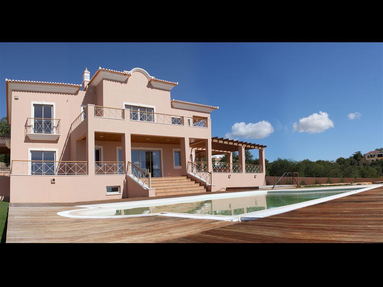 Einfamilienhaus für Verkauf beim House, 5 bedrooms, for Sale Loule, Algarve Portugal