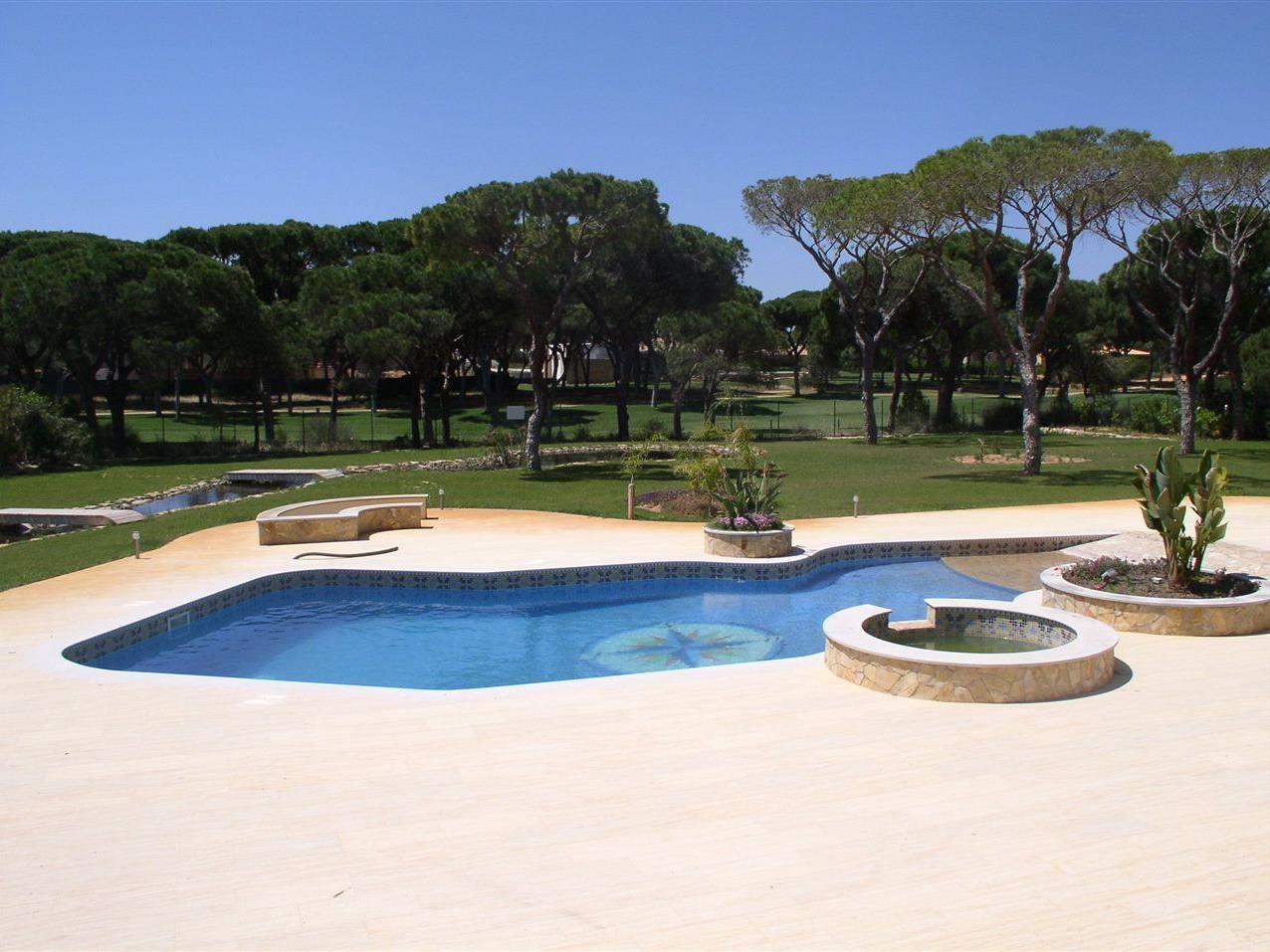 Maison unifamiliale pour l Vente à House, 9 bedrooms, for Sale Loule, Algarve Portugal