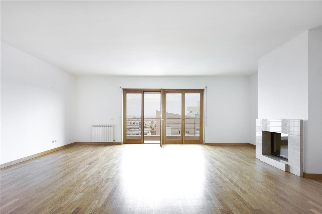 Apartment for Sale at Flat, 4 bedrooms, for Sale Lisboa, Lisboa, Portugal