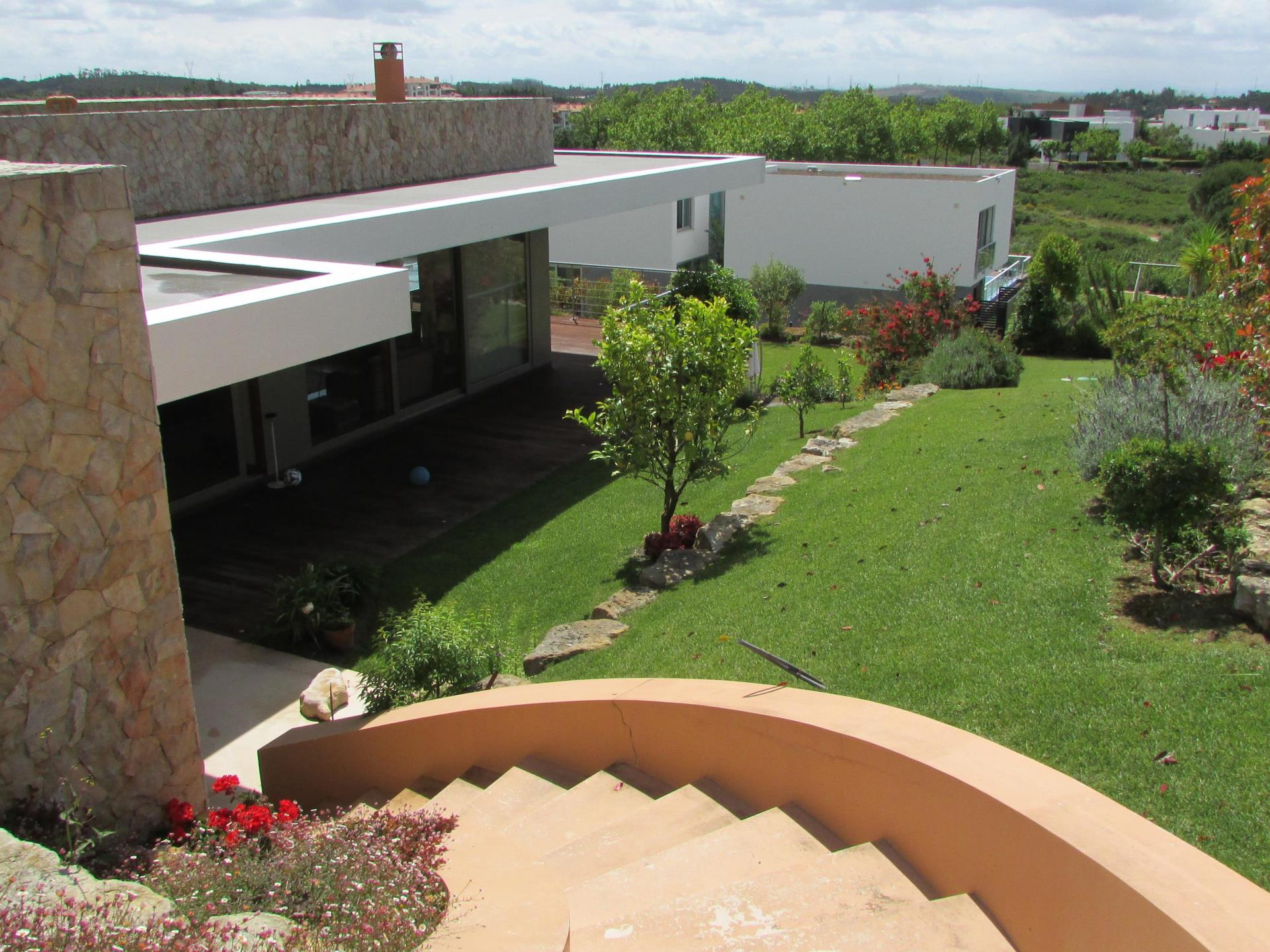 Villa per Vendita alle ore House, 5 bedrooms, for Sale Belas, Sintra, Lisbona Portogallo