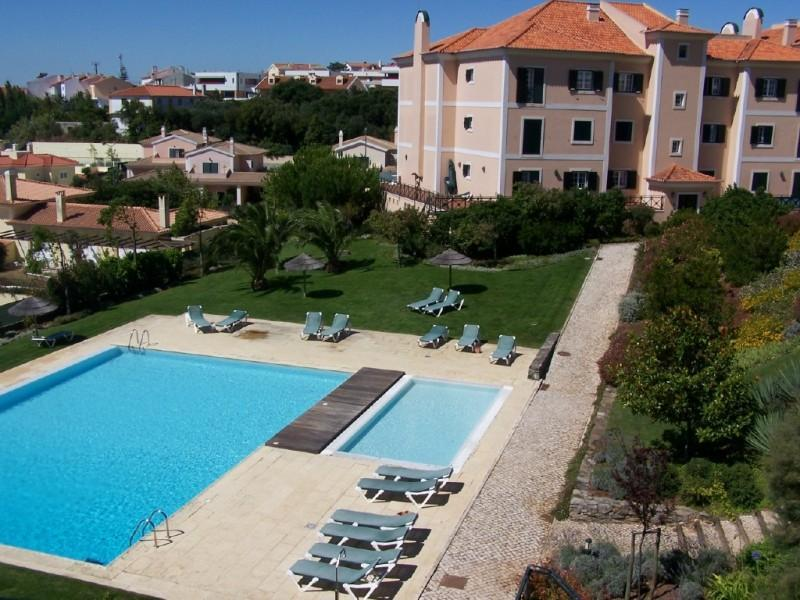 Appartement pour l Vente à Flat, 3 bedrooms, for Sale Sintra, Lisbonne, 2710- Portugal