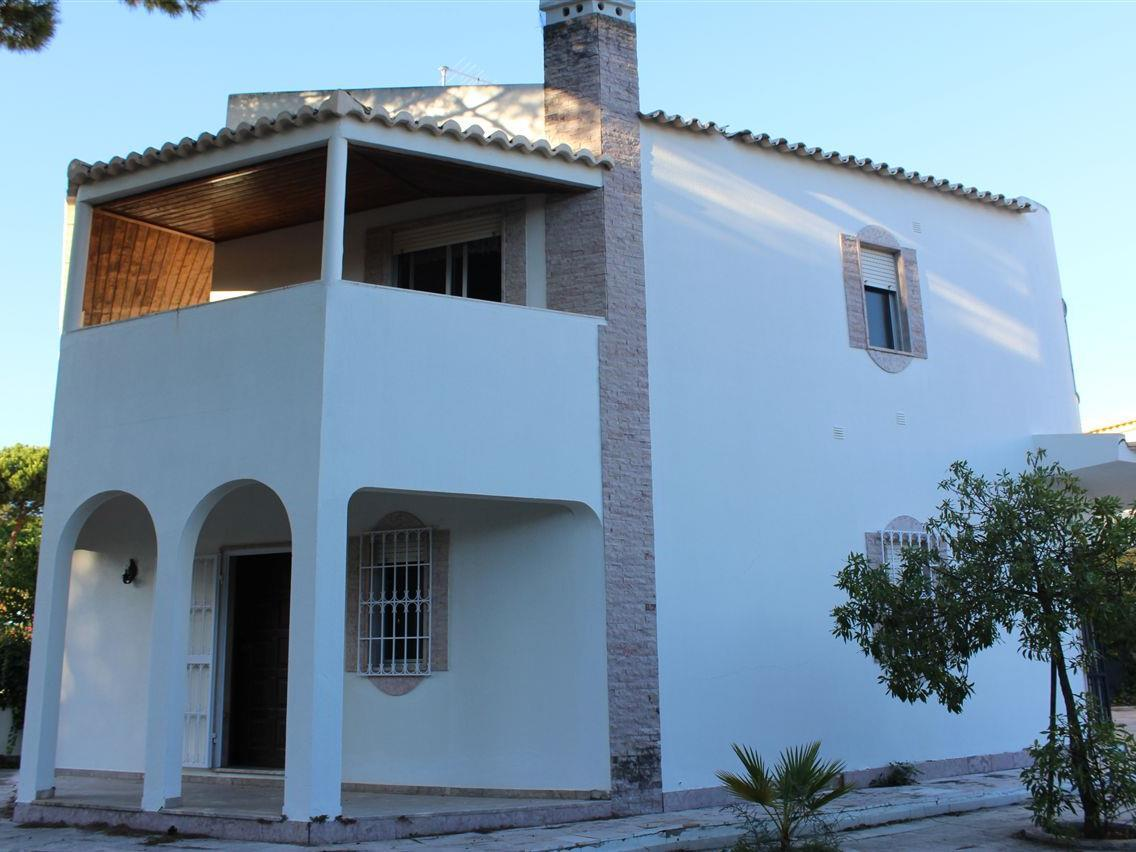 Tek Ailelik Ev için Satış at Semi-detached house, 4 bedrooms, for Sale Loule, Algarve Portekiz