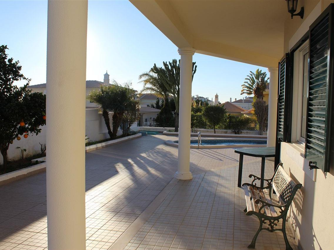 Maison unifamiliale pour l Vente à Detached house, 4 bedrooms, for Sale Albufeira, Algarve Portugal