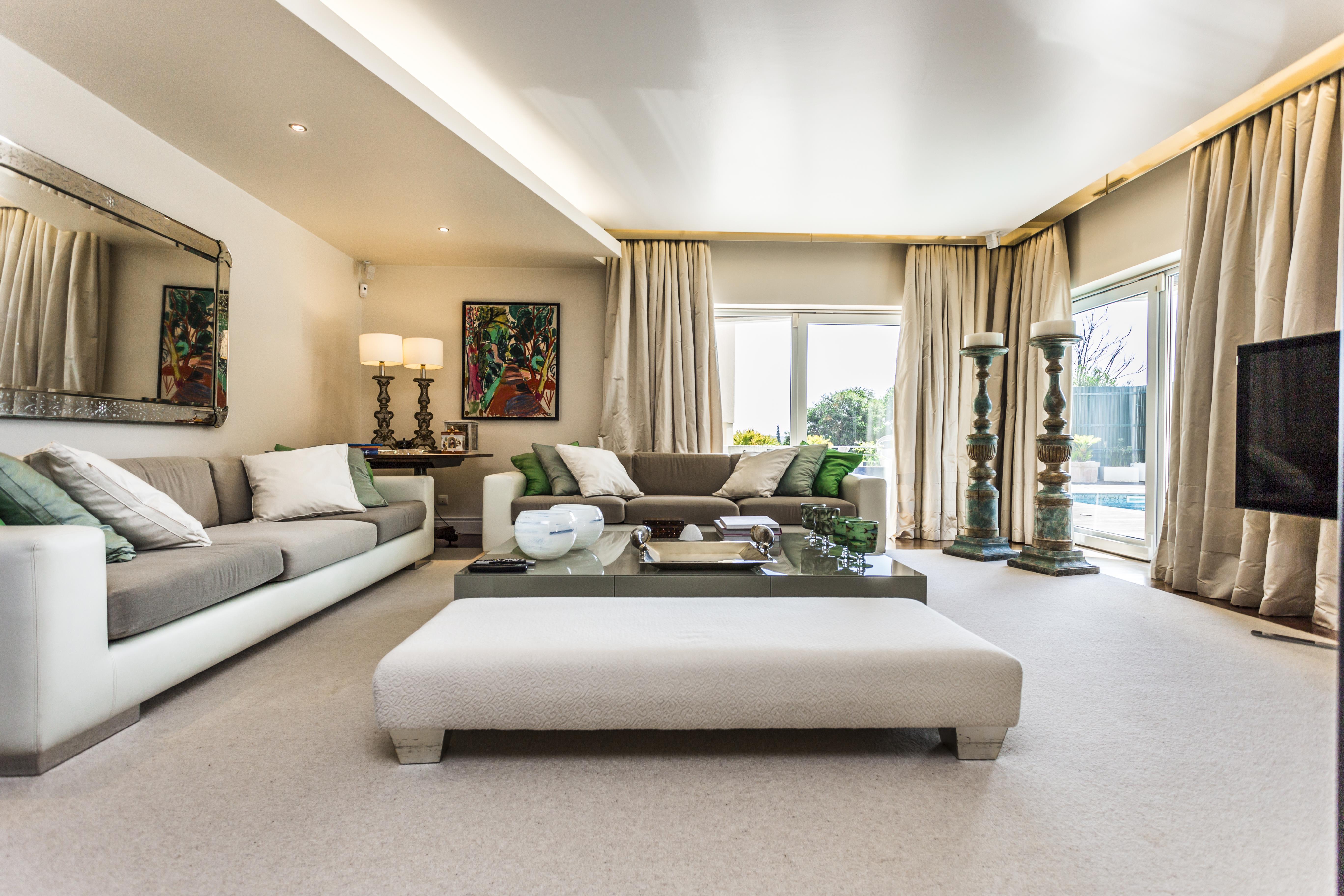 Casa para uma família para Venda às Detached house, 4 bedrooms, for Sale Oeiras, Lisboa, Portugal